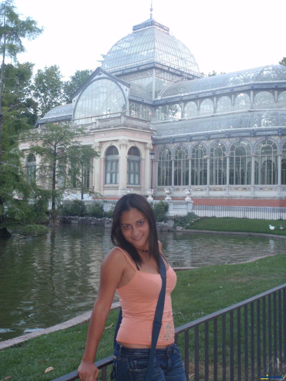 De fondo el Palacio de Cristal