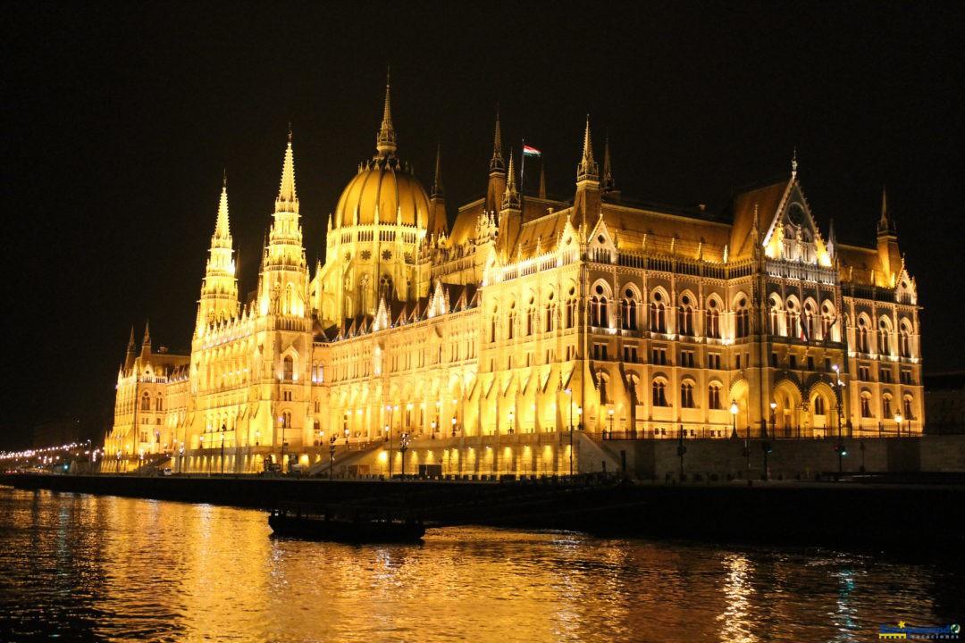 Un parlamento a la altura de toda una gran ciudad imperial